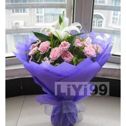 13朵顶级粉色康乃馨,1朵顶级多头香水百合,配叶丰满
