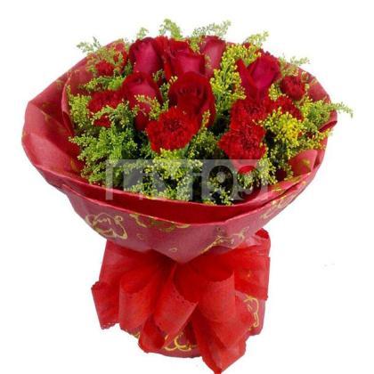 10枝红玫瑰,10红色康乃馨,黄莺间插丰满
