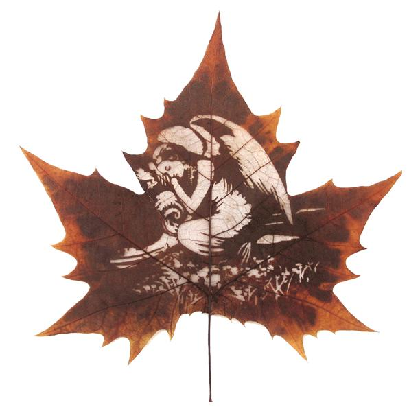 天使之爱梧桐树叶雕刻礼品一份(梧桐树叶雕刻画1幅+油木外框1个)