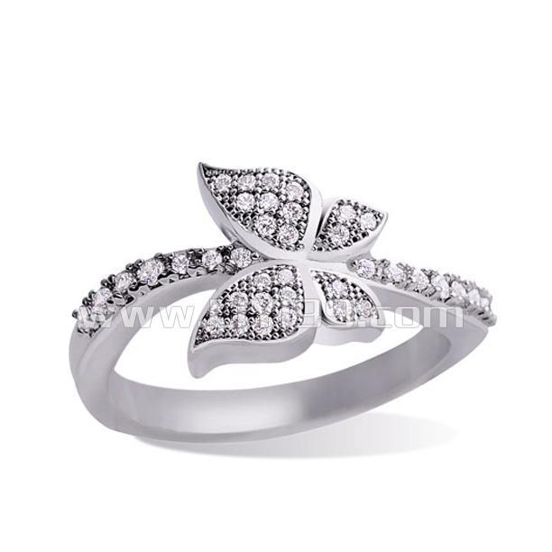 甜美可爱镶钻戒指一个